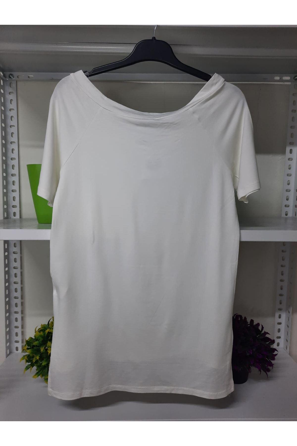 Madonna Cep Detaylı Tshirt  - beyaz