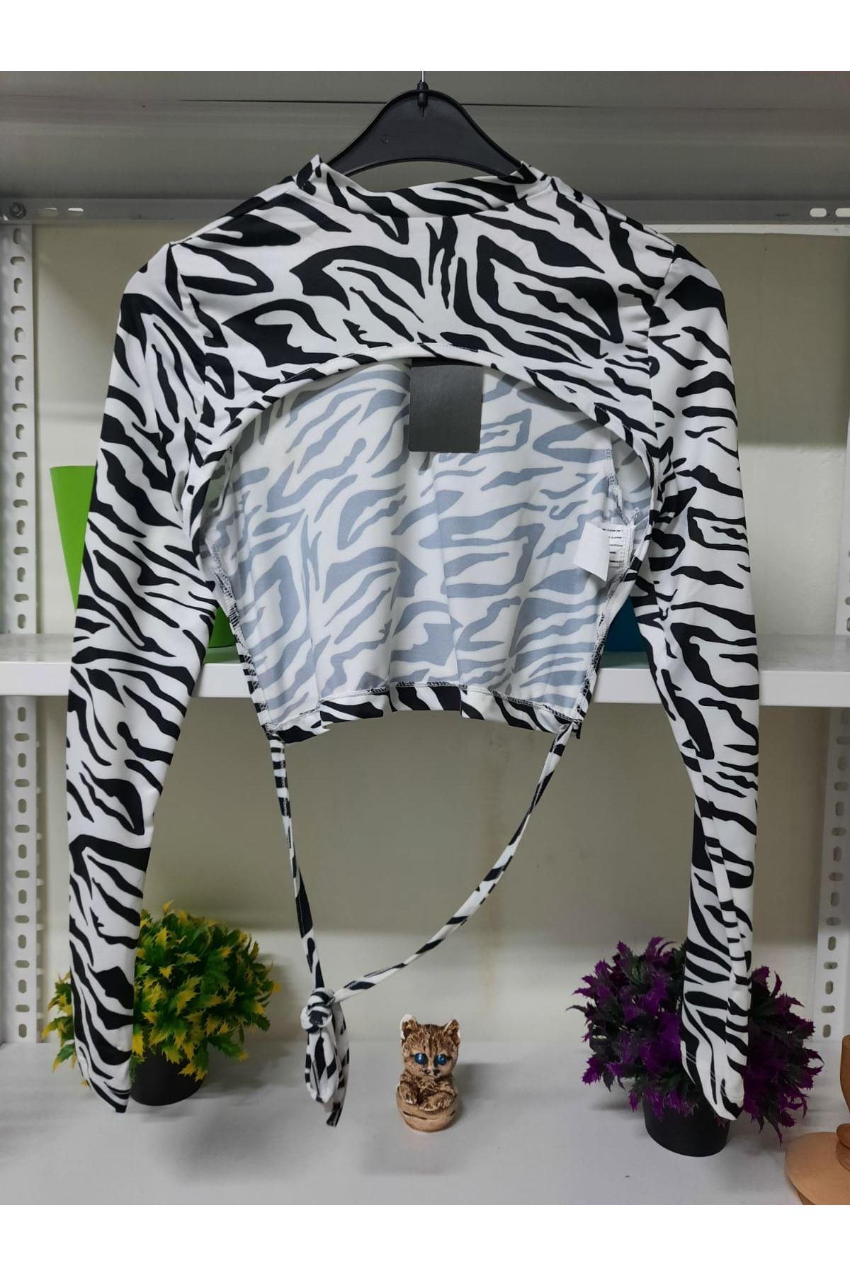Zebra Desen Sırtı Açık Bluz - beyaz