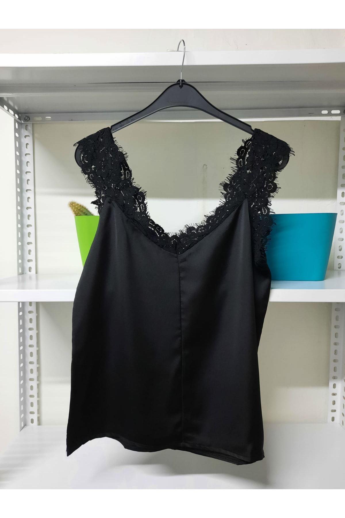 Dantelli Detaylı Bluz - siyah