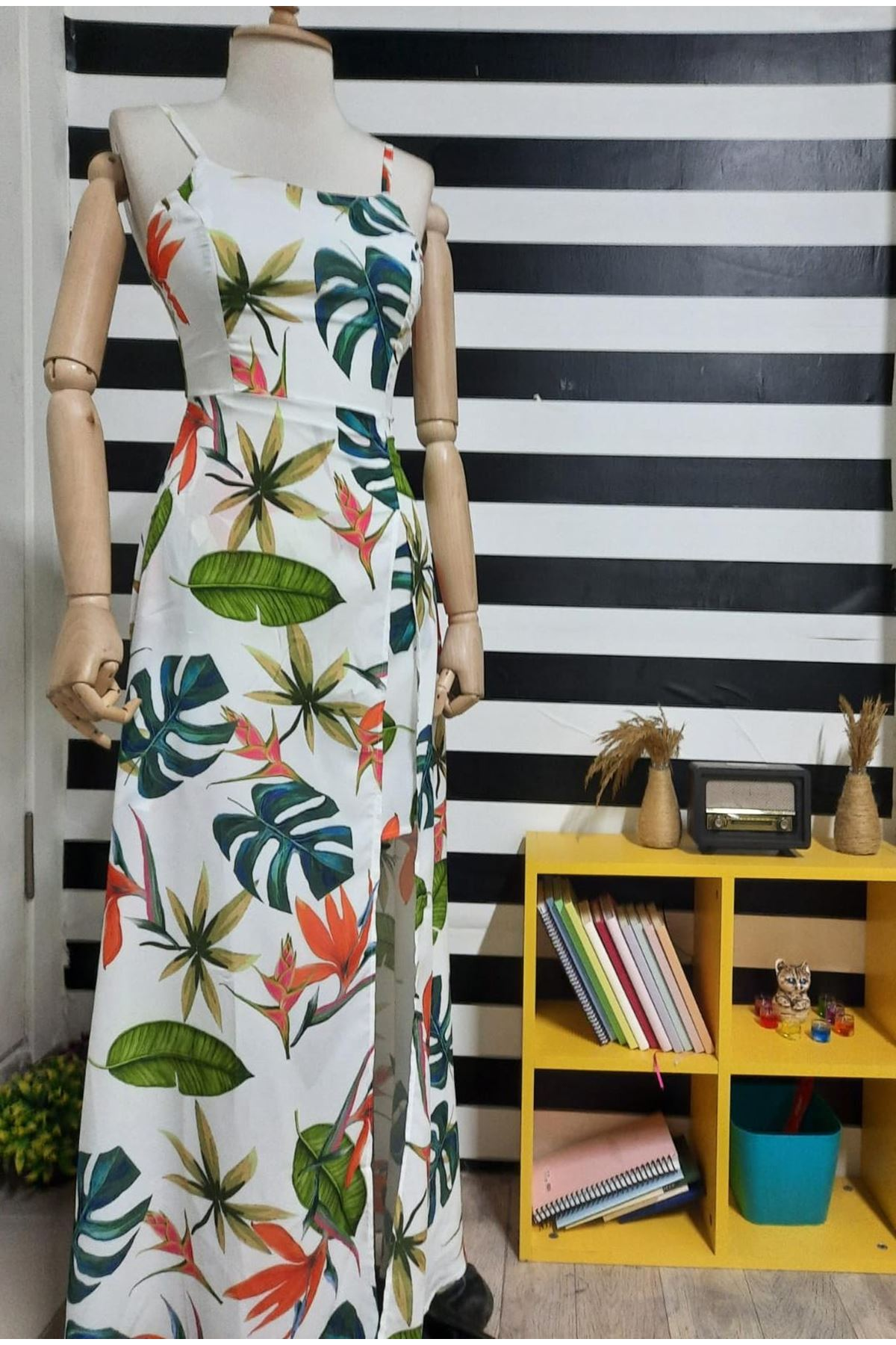 Yırtmaç Detaylı Askılı Elbise - BEYAZ