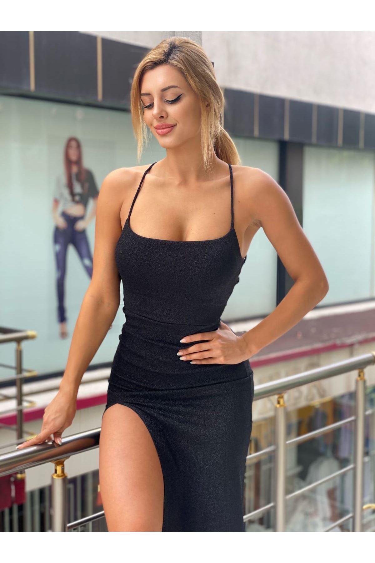 Yırtmaç Detaylı Simli Askılı Elbise - SİYAH