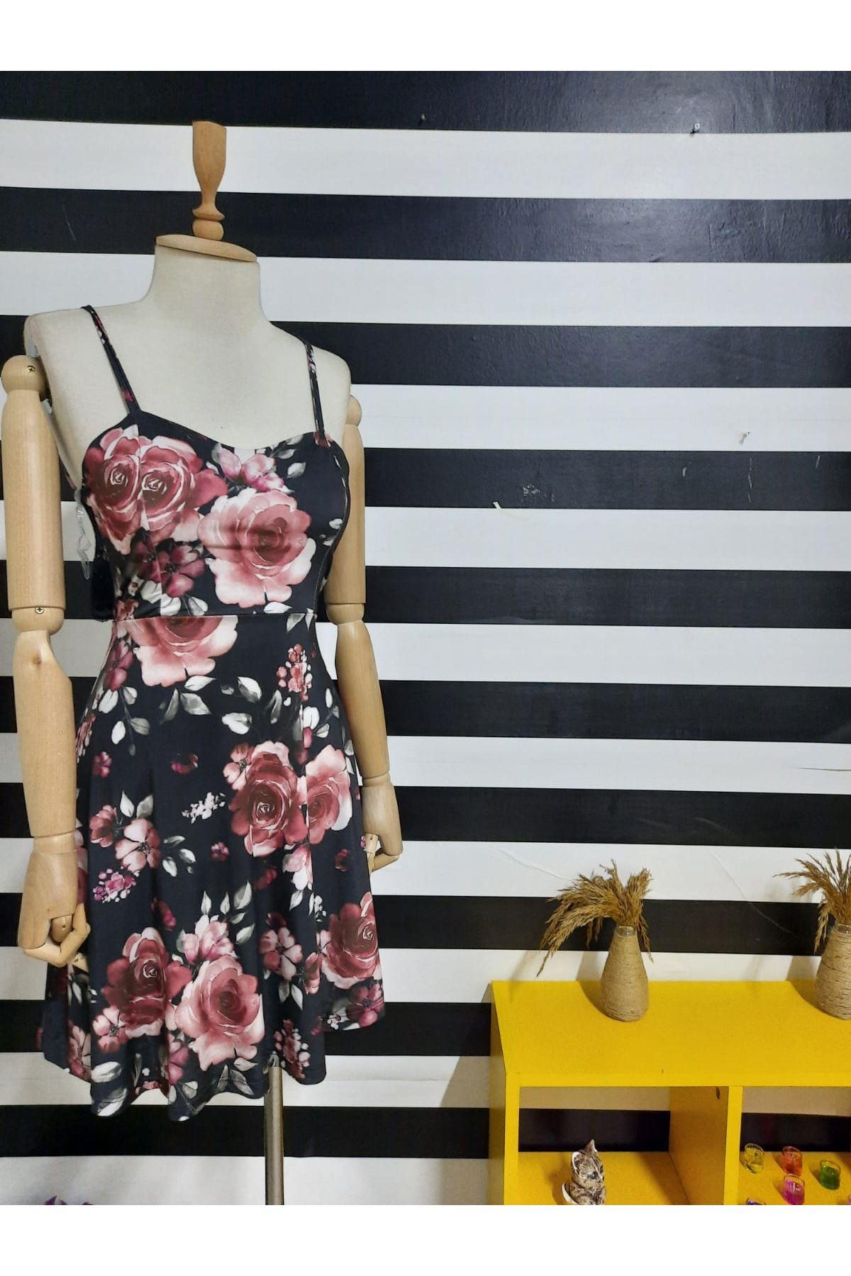 Sırt Dantel Detaylı Dijital Baskılı Elbise - SİYAH