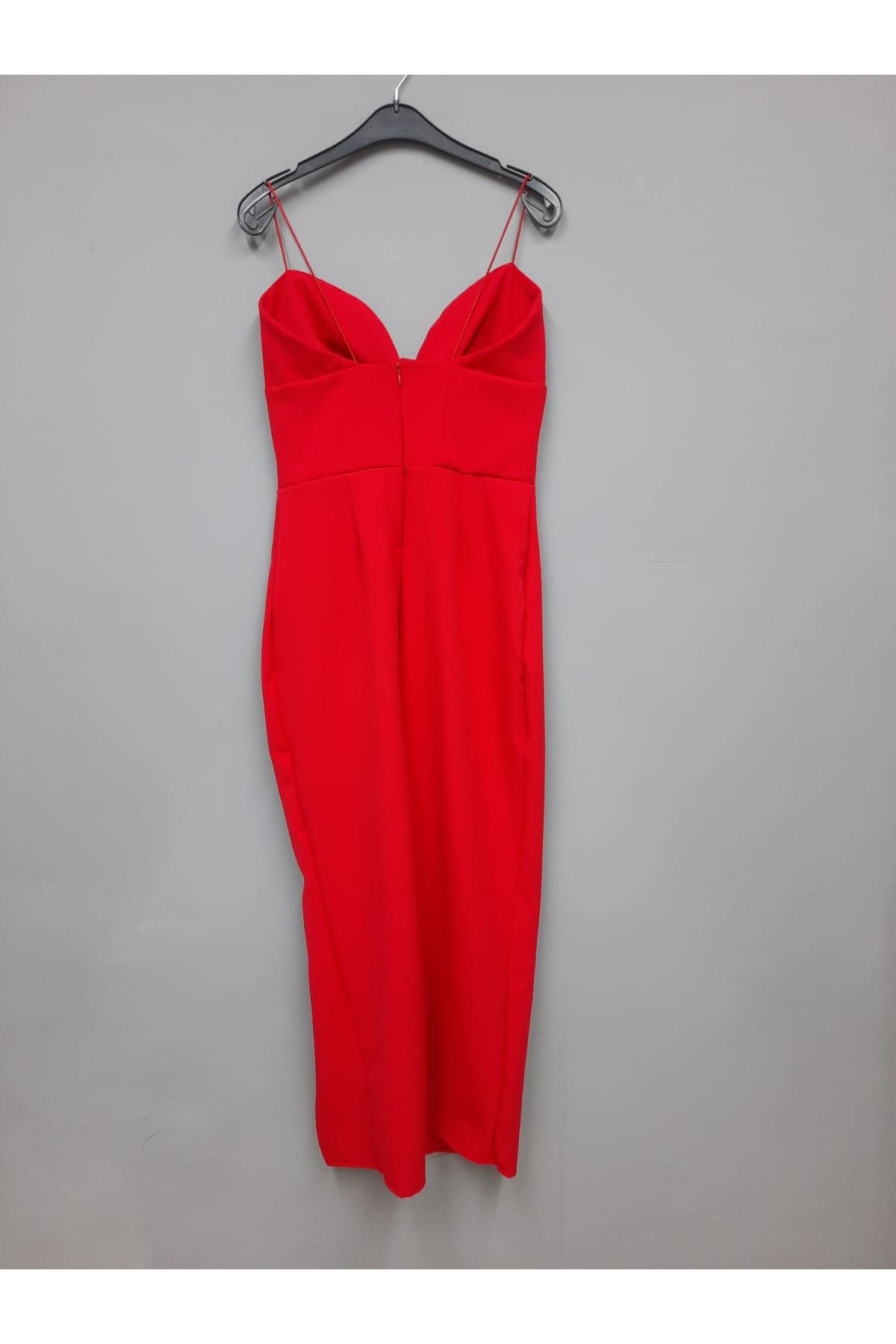 Yırtmaç Detaylı V Yaka Askılı Elbise - KIRMIZI