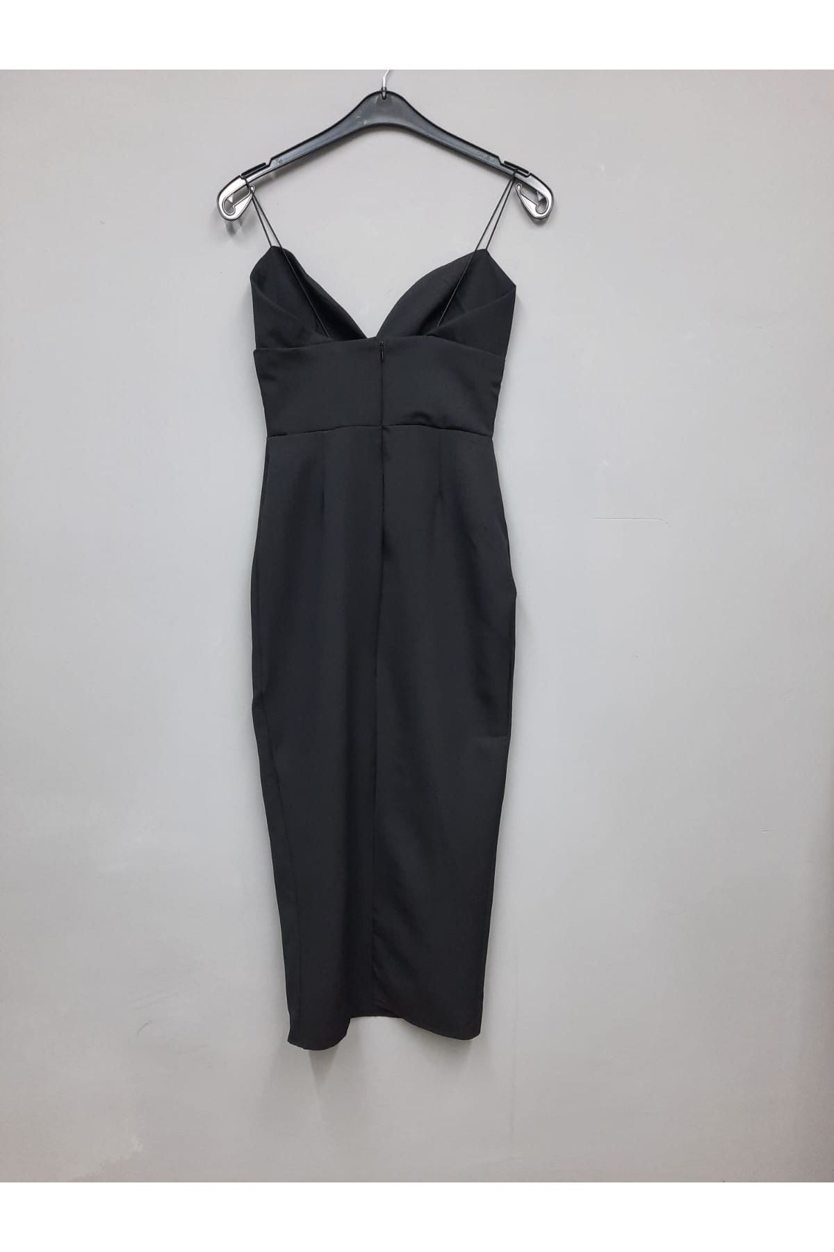 Yırtmaç Detaylı V Yaka Askılı Elbise - SİYAH