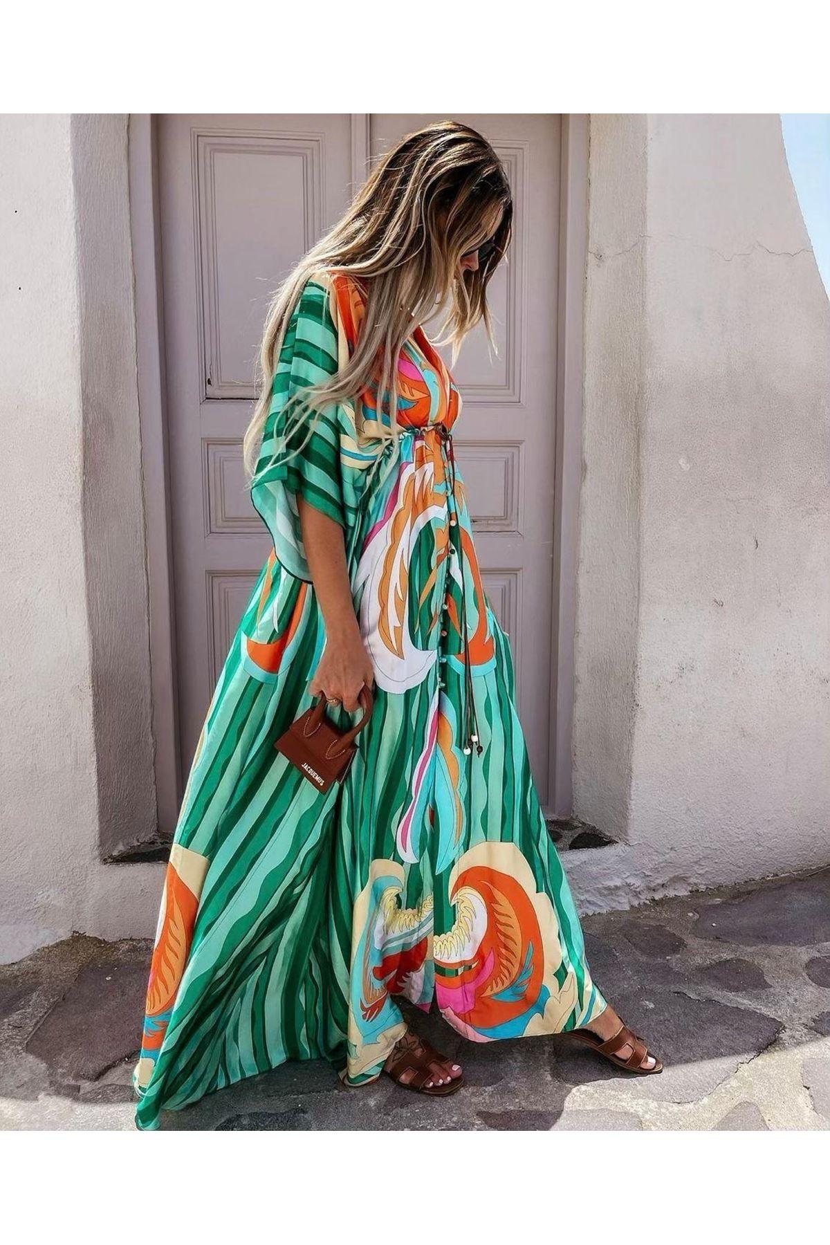 Yırtmaç Detaylı Saten Elbise - YEŞİL