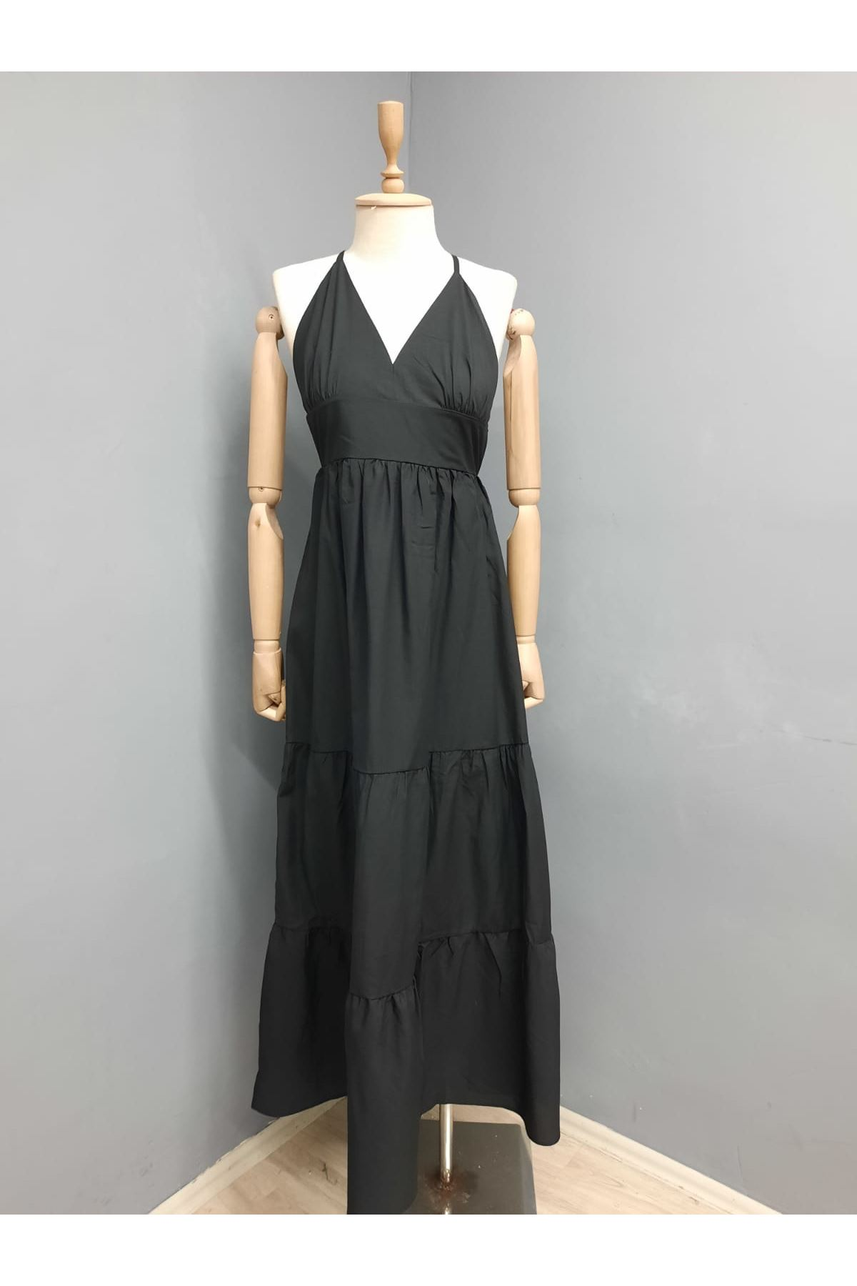 Sırt Çapraz Askılı Yırtmaçlı Elbise - SİYAH