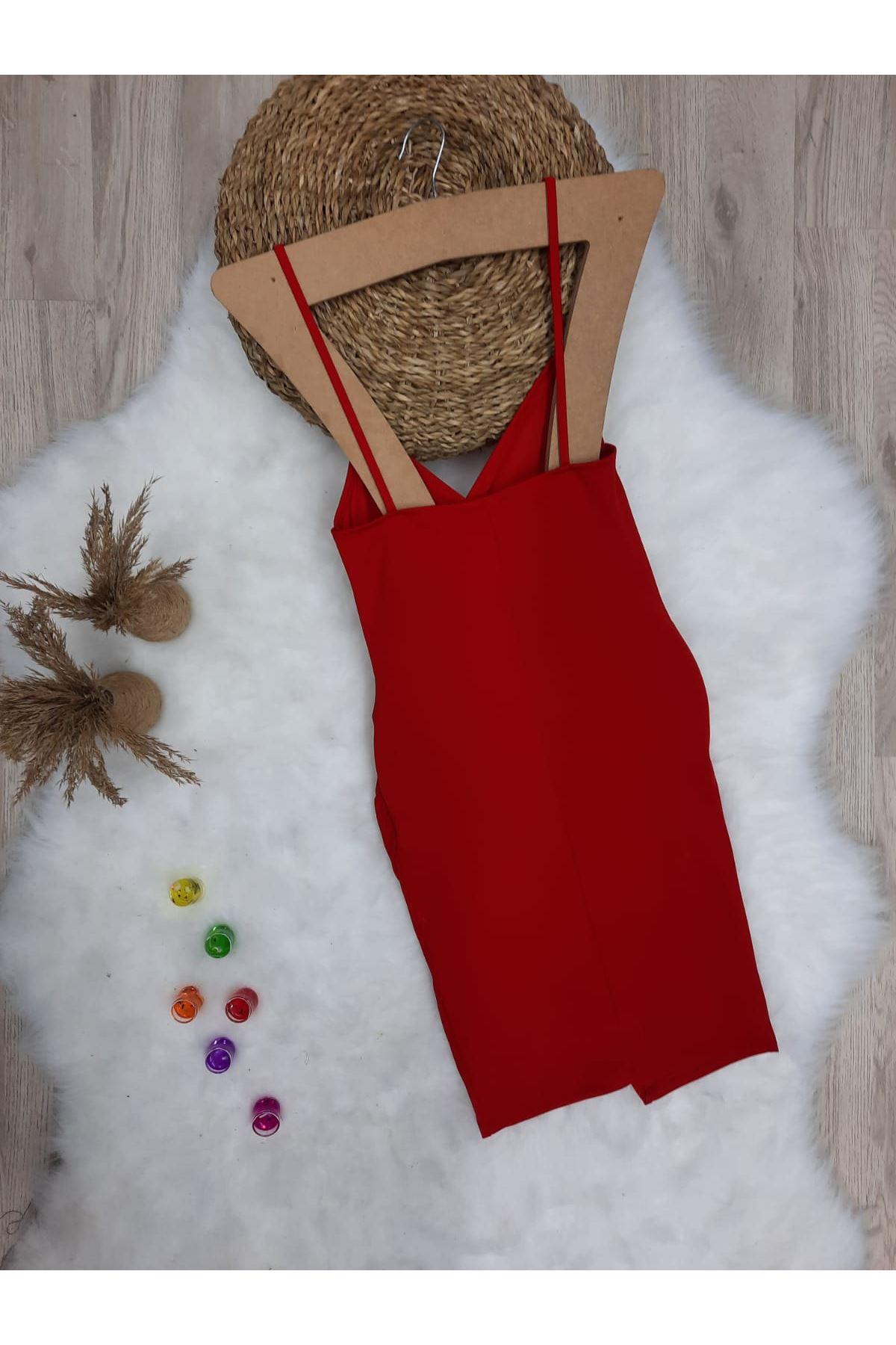 Yırtmaç Detaylı Askılı Krep Elbise - KIRMIZI