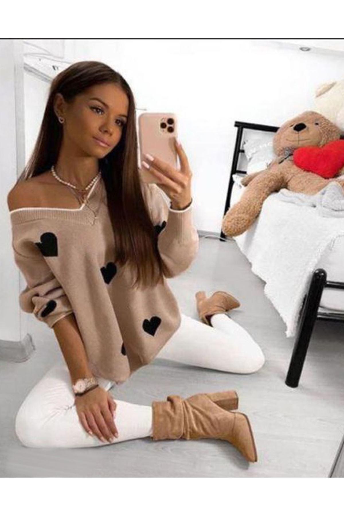 Düşük Omuz Kalp Desen Triko Bluz - BEJ