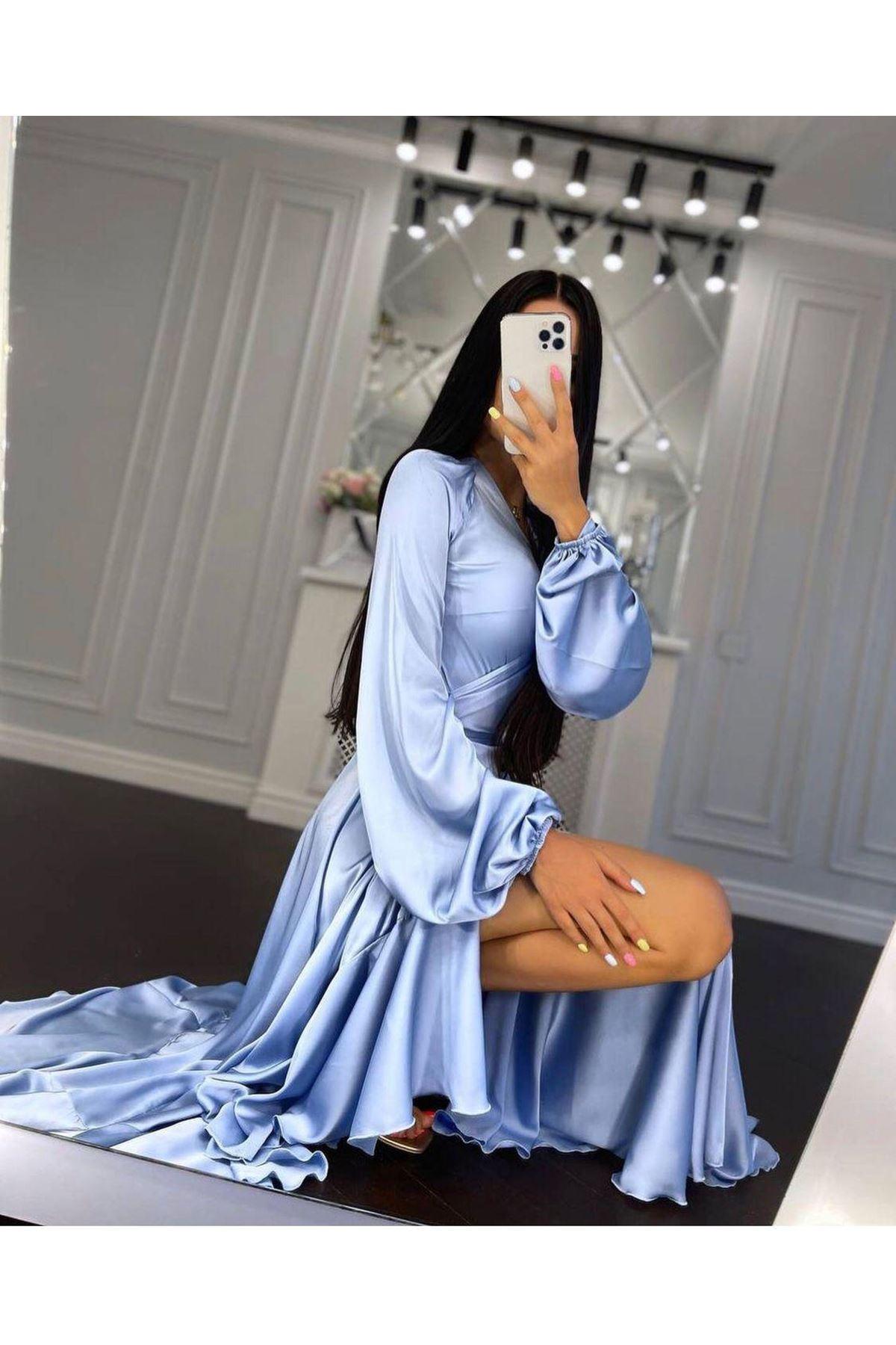 Püskül Detaylı Yırtmaçlı Saten Elbise - Mavi