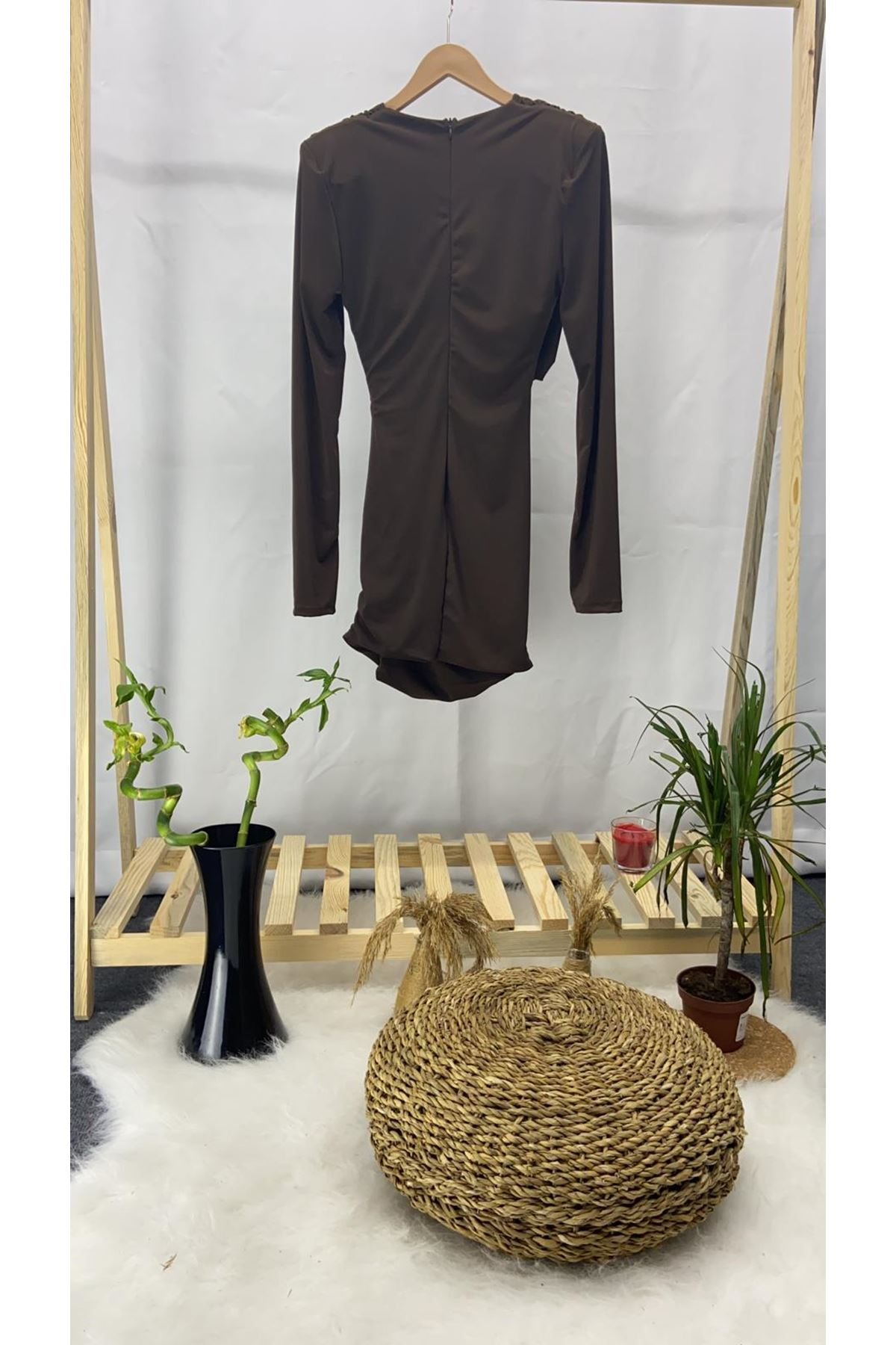 Lycralı Bel Dekolteli Mini Elbise  - KAHVE